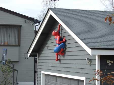 何あれ?スパイダーマンがなんであんな所に!?