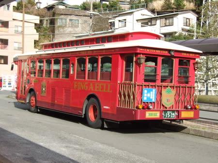ユニークバスが街の風景を演出