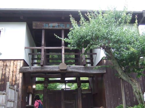 アイデア看板 古都・鎌倉で見つけた長屋門 ~在るだけで看板になる!